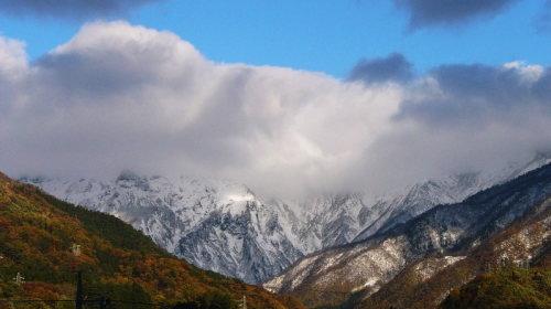雪化粧をした谷川岳